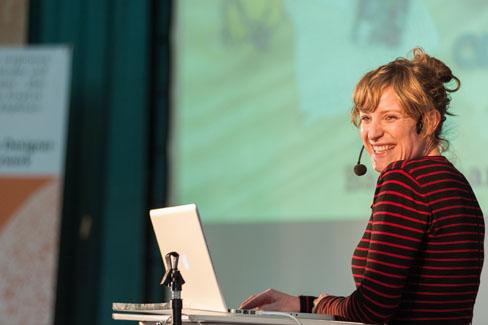 #agdjt13 – Tonia Welter vom betahaus Berlin über die Freuden, einen Co-Working-Space ins Leben zu rufen und dort zu arbeiten. | Foto: Dieter Düvelmeyer