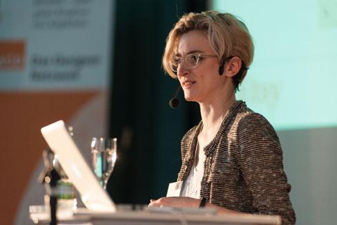 #agdjt13 – Caroline Drucker von etsy.com überzeugte mit ihrem lebendigen Vortrag |Foto: Dieter Düvelmeyer
