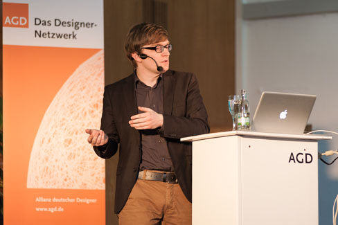 #agdjt13 – Christian Bollert von detektor.fm beschreibt das Prinzip von vox:publica |Foto: Dieter Düvelmeyer