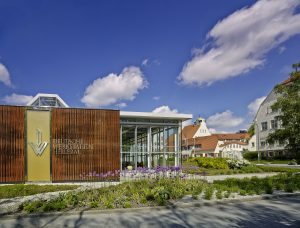 Eingang zum Neubau der Deutschen Werkstaetten Hellerau