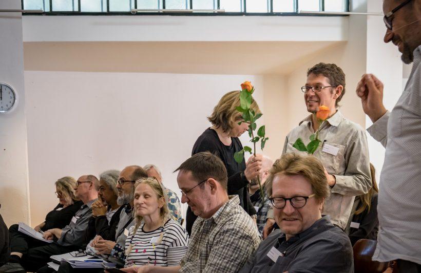 Und wieder Rosen fürs Ehrenamt, hier Beate Grübel und Bert Odenthal für ihr Engagement im Thinktank 2030.