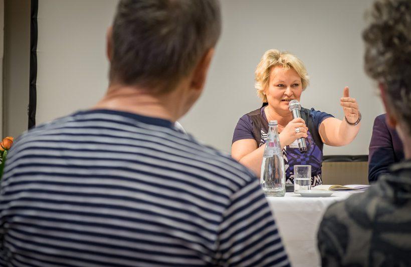 ... diskutiert auch AGD-Vorständin Sabine Reister gern mit.